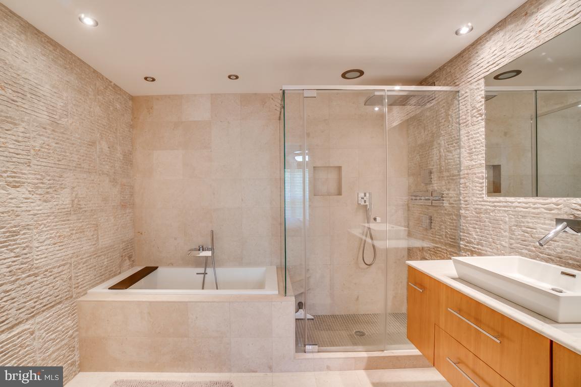 6602-I THACKWELL WAY, ALEXANDRIA, Virginia 22315, 2 Bedrooms Bedrooms, ,2 BathroomsBathrooms,Residential,For sale,6602-I THACKWELL WAY,VAFX1137082 MLS # VAFX1137082